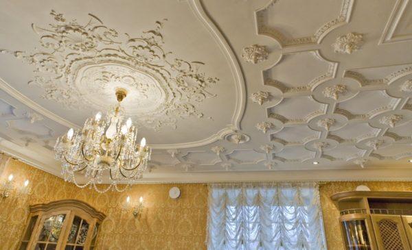 Как использовать лепные элементы декора в интерьере