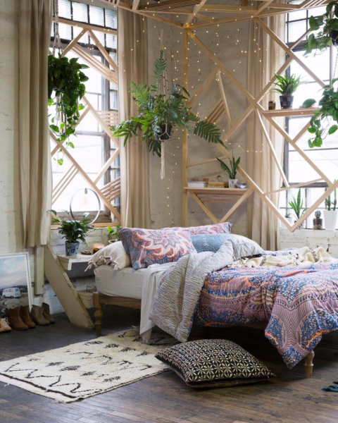 Как создать в спальне летнее настроение с помощью дизайна интерьера