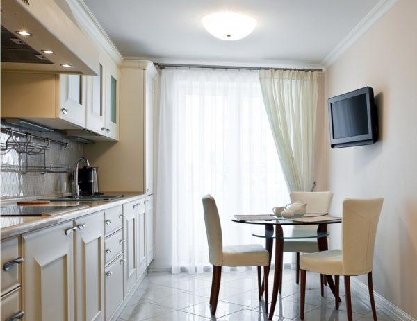Где на кухне можно расположить телевизор