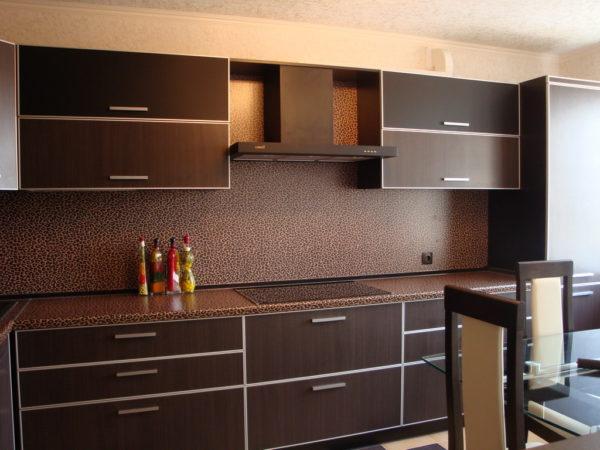 Стоит ли выбирать встроенную мебель для кухни