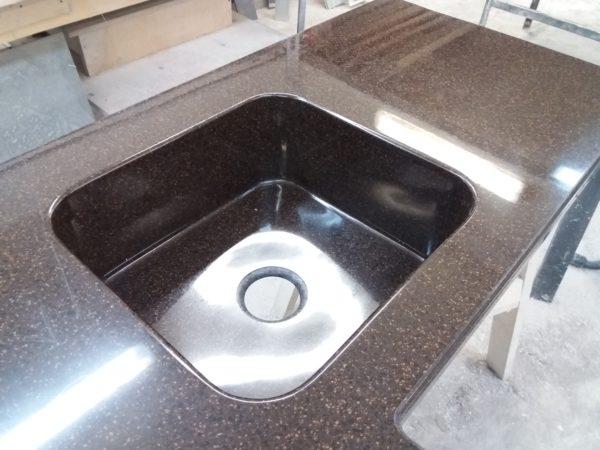 Недостатки и преимущества кухонной мойки, встроенной в столешницу