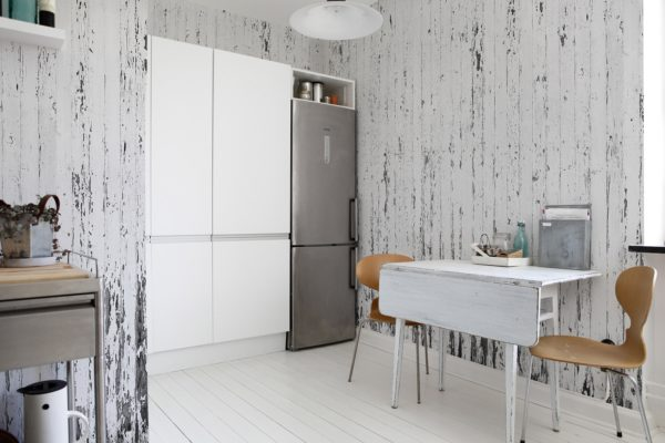 Клеить ли обои на кухне: все за и против