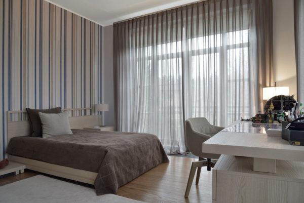 Как расширить пространство однокомнатной квартиры с помощью штор