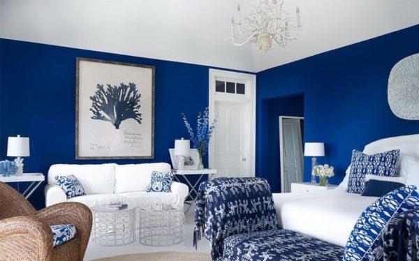 Как можно использовать глубокий синий цвет в интерьере