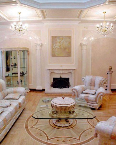 Как обустроить гостиную в античном стиле