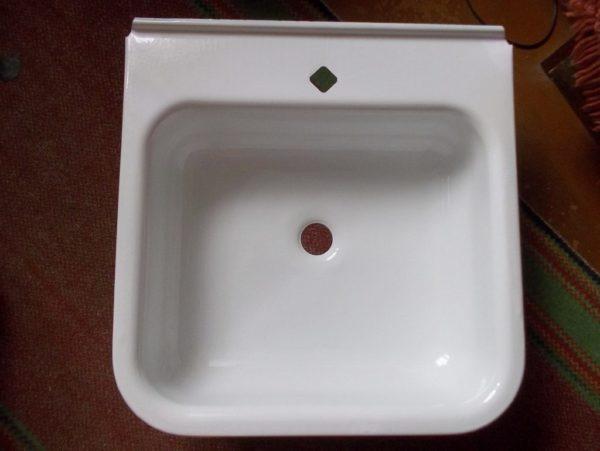 Эмалированная мойка на кухню: плюсы и минусы