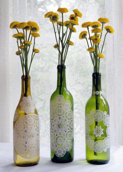 Как использовать стеклянные бутылки для декорирования квартиры
