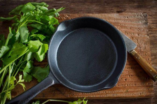Чугунная посуда: пережиток или полезная утварь на кухне