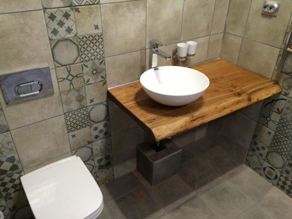 Какой материал выбрать для столешницы в ванной комнате