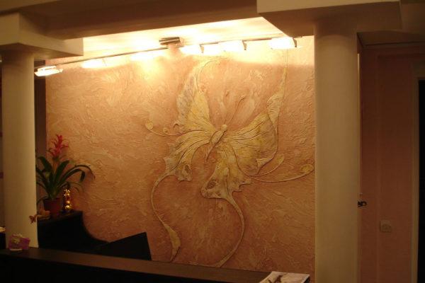 Почему лучше использовать рельефную штукатурку  для отделки стен