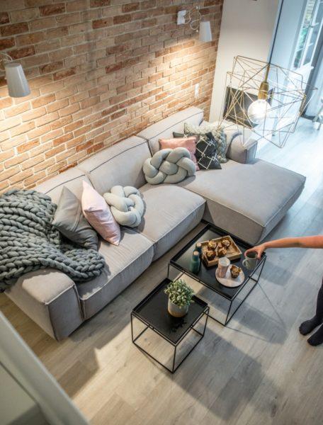 Какой плед выбрать на диван в гостиной