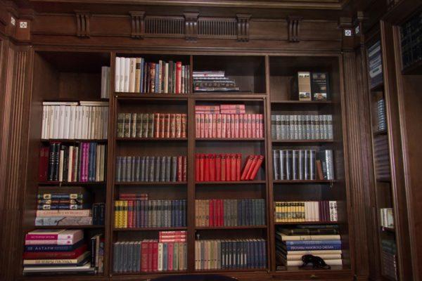Как обустроить в обычной квартире библиотеку