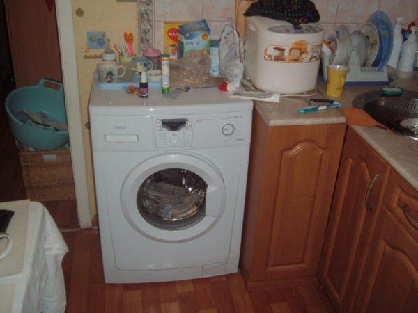 Плюсы и минусы размещения стиральной машины на кухне
