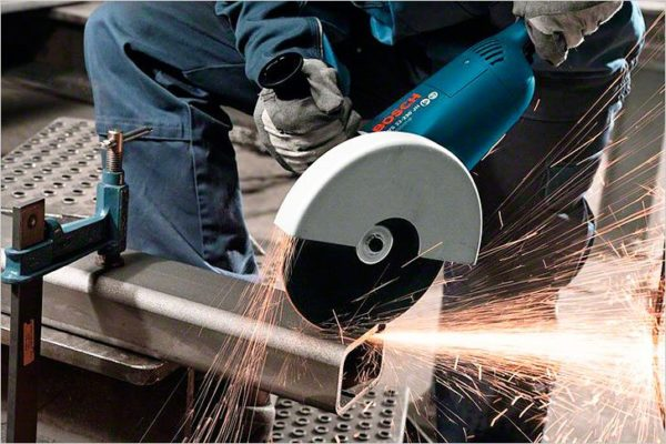 Болгарка – незаменимый инструмент при работе с металлом