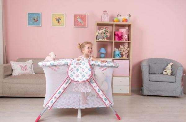 Как выбрать безопасный манеж в детскую