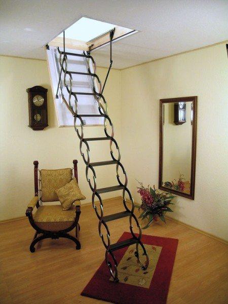 Чердачная лестница заводского изготовления.