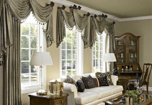 Какие шторы выбрать для просторной гостиной