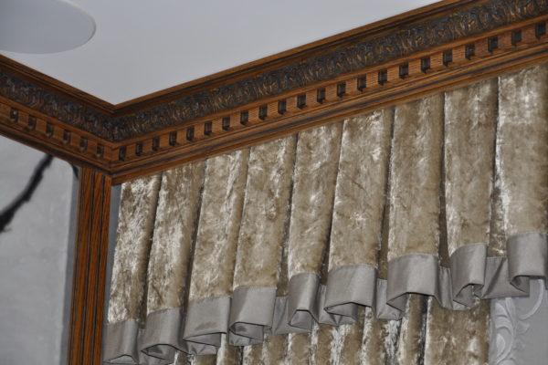 Преимущества и недостатки карнизов для штор из натурального дерева
