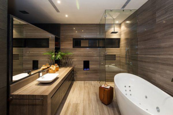 Можно ли отделывать стены в ванной комнате натуральным деревом
