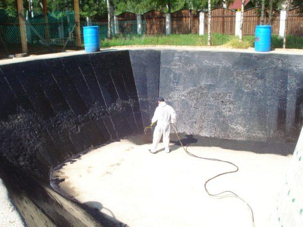 Другие виды конструкций гидроизолируются аналогичным образом, главное — правильно подготовить поверхность и качественно нанести жидкую резину