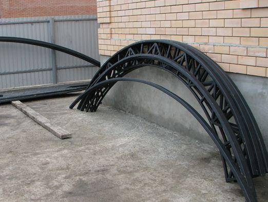 Дуги для фермы каркаса из стальных труб довольно сложно изготовить.