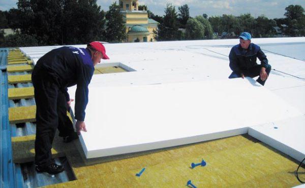 Если горизонтальную поверхность теплоизолировать, то в доме будет теплее зимой и прохладней летом.