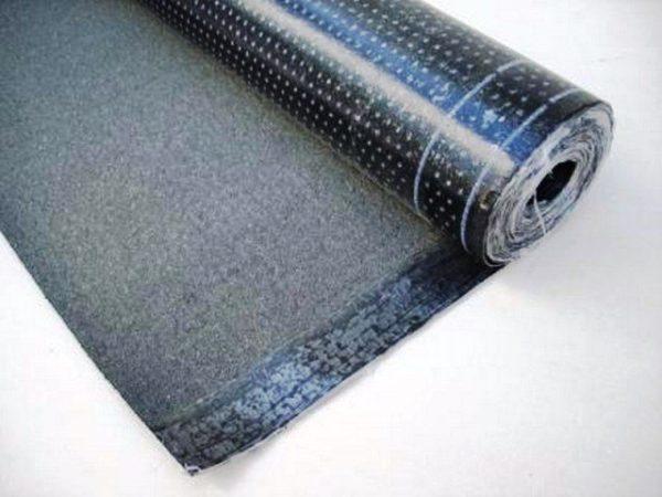Еврорубероид — рулонный битумный материал. По своей структуре он похож на мягкую черепицу, однако представляет собой рулонное покрытие