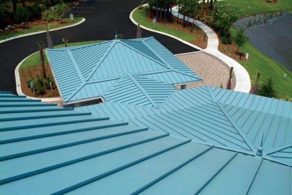 Фальцевая крыша — это не только надежно, но еще и красиво.