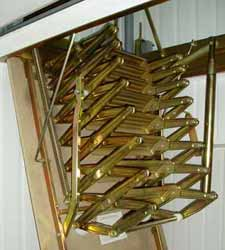 Фото лестницы в процессе раздвижения