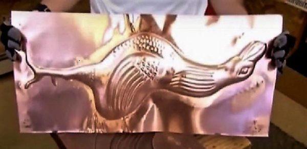 Фрагмент фигуры, выбитой резиновым молотком на листе меди