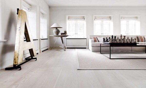 Стоит ли использовать светлый ламинат в квартире