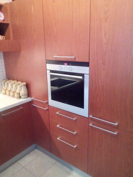 Куда установить духовой шкаф на кухне