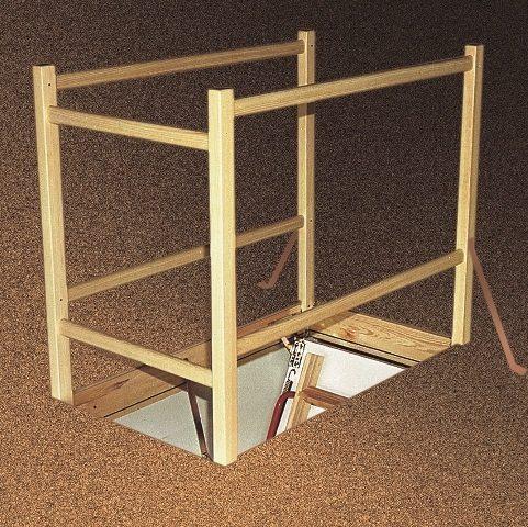 Качественная лестница: люк на чердак требует, безусловно, и специального обрамления, иначе иногда они могут стать источником беды
