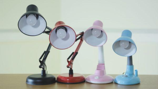 Как выбрать правильную настольную лампу для школьника