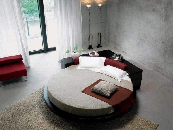 В чем преимущества круглых диванов в гостиной