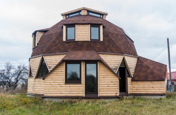 Купольное сооружение выглядит оригинально, но строить ее очень сложно.