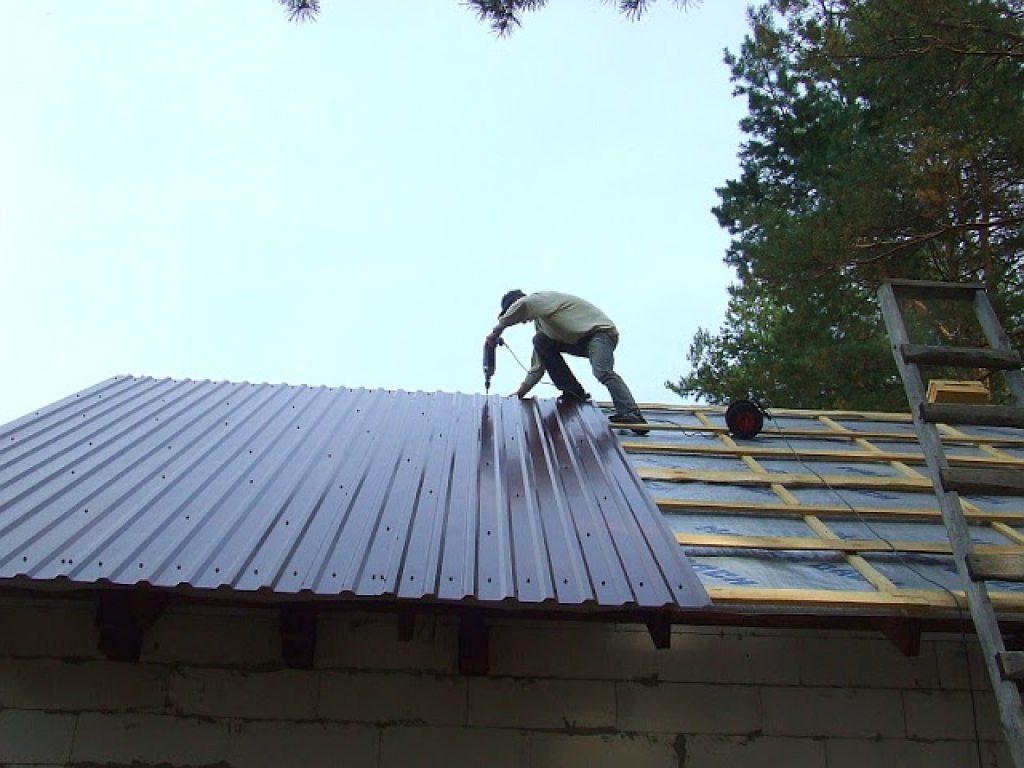 Как крыть крышу профнастилом своими руками правильно фото 304