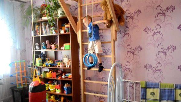 Как оформить спортивный уголок в детской