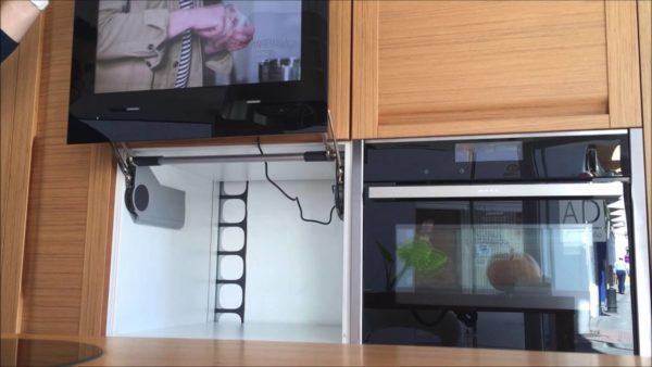 Где и как разместить телевизор на кухне