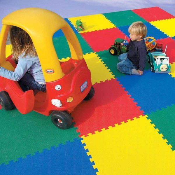Что такое мягкий пол для детской комнаты и как его выбрать