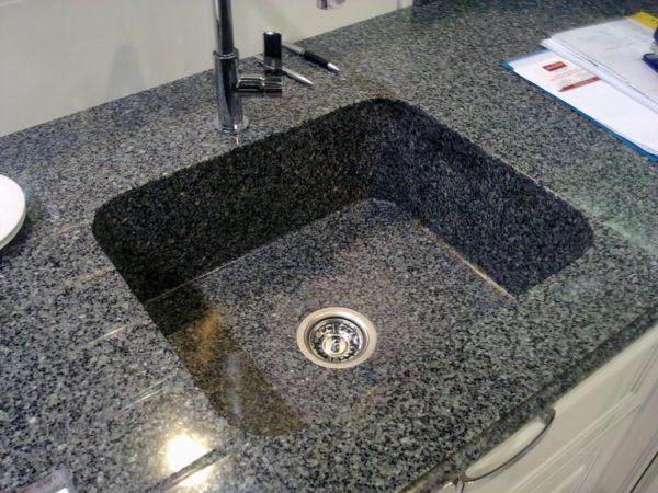 Плюсы и минусы искусственного камня на кухне
