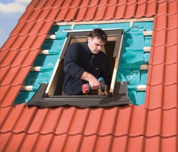 Монтаж окна в чердачном помещении