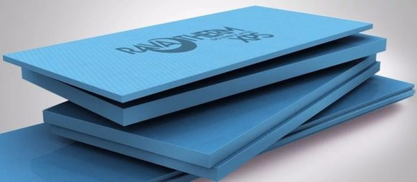 На фото пеноплекс — более эффективный материал, чем пенопласт