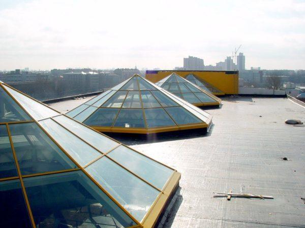 На фото показаны световые конусы выполненные в форме пирамиды