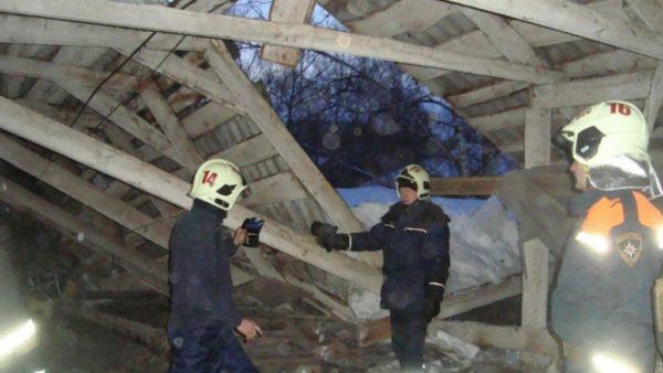 Не жестко закрепленные элементы системы стропил грозят обрушением крыши.
