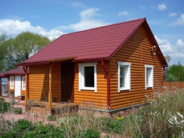 Недорогая и симпатичная крыша на даче