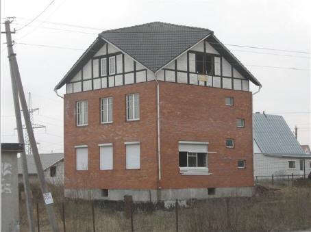 Необычная крыша на небедном особняке