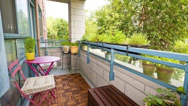 7 необычных идей как оформить открытый балкон
