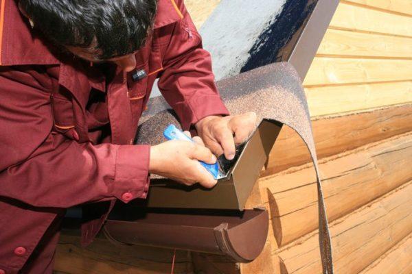 Отрезать лист нужно про линии изгиба металлического элемента