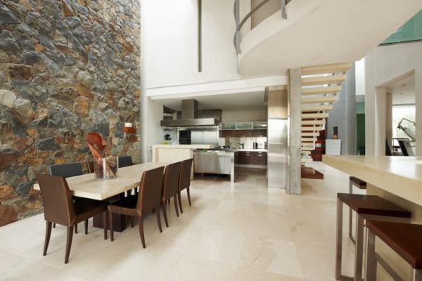Как правильно использовать натуральные материалы в современном дизайне квартиры